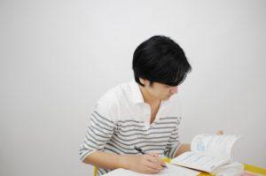 黙々と作業をするのが好きな大学生には、模擬試験の採点バイトはかなりおススメ(大学院生 20代男性)